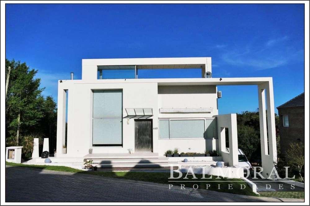 Ref: 8974- Casa en Venta - Pinamar, Zona Centro.