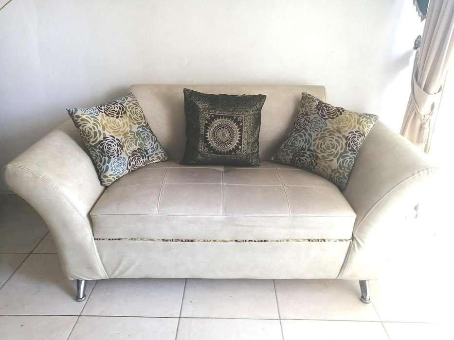 mueble para sala con los cojines