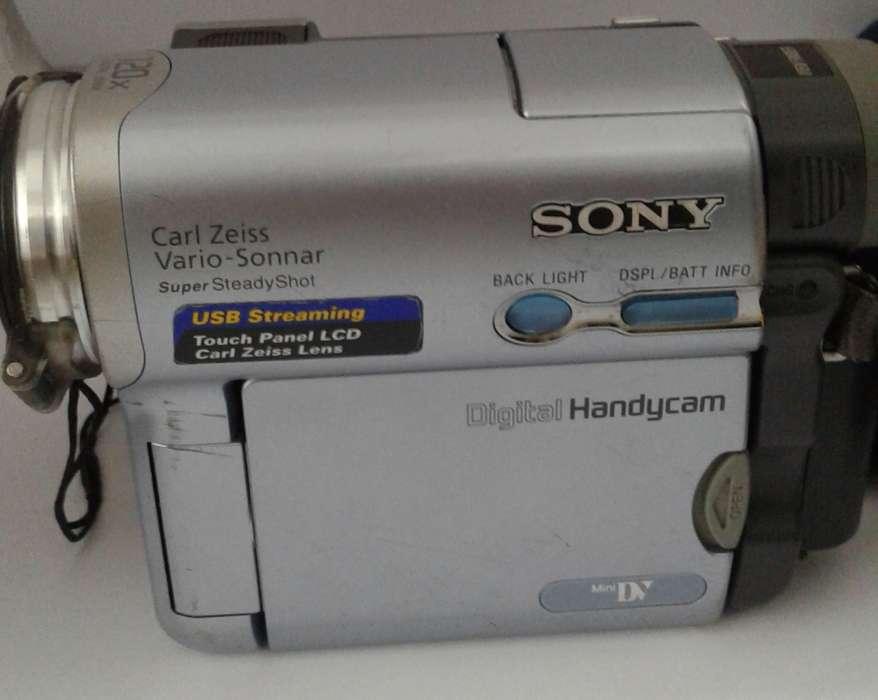 Filmadora Sony DCRTRV19