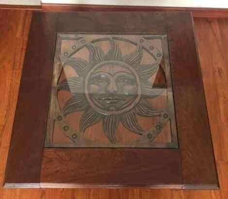Mesa en madera con Sol tallado a mano