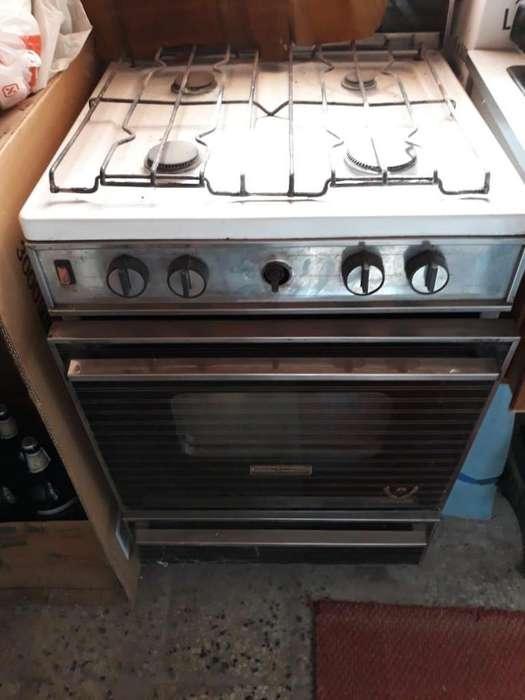 Cocina usada con 4 ornallas y horno Hurlingham