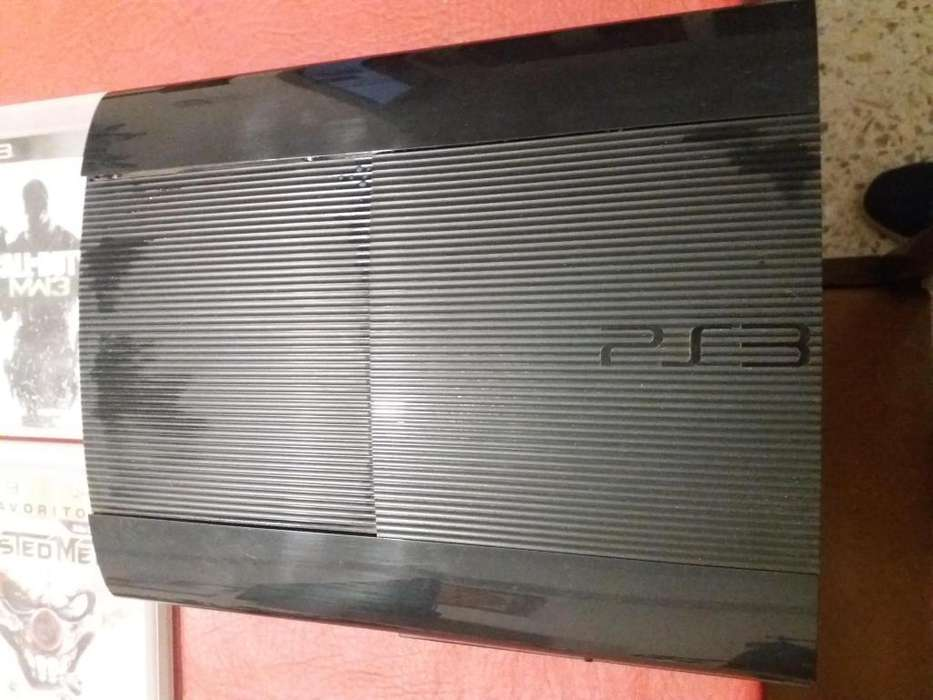 PS3 500 gb con 8 juegos y 2 Joysticks