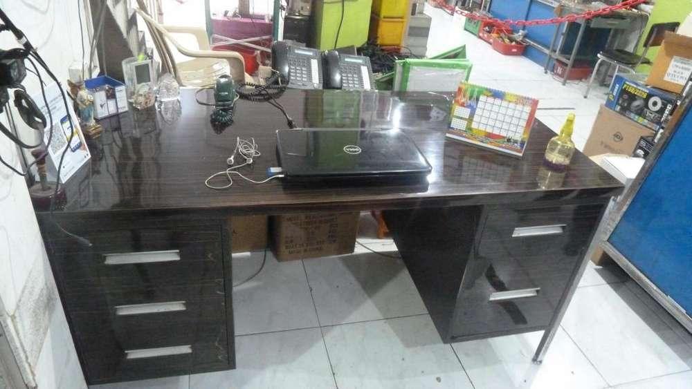 <strong>escritorio</strong> metálico e buen estado