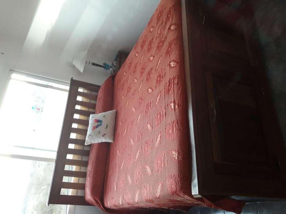 Vendo Urgente por mudanza: Cama de madera de quina de 1.90x1.60 mts