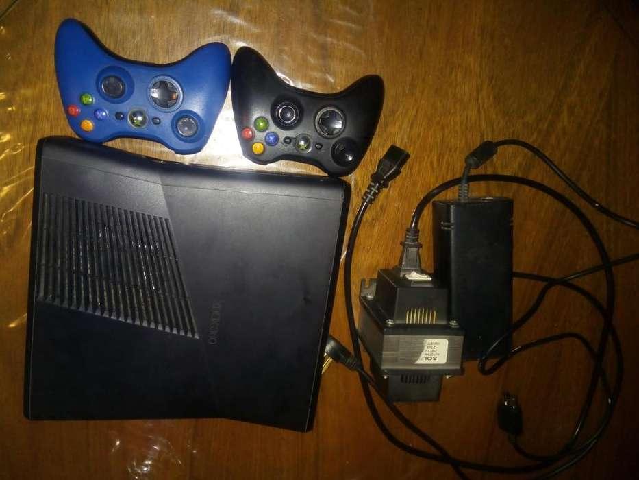 Xbox 360 Slim 4gb 2 Controles Fuente (poco Uso)