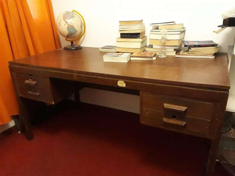 <strong>escritorio</strong> antiguo liquido por mudanza