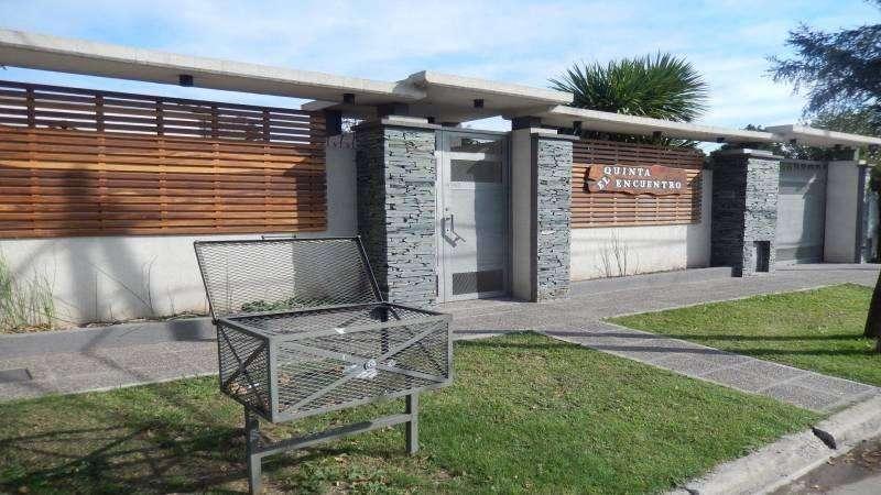 Venta Casa de 4 Ambientes con Pileta, Patios, Quincho y Cocheras