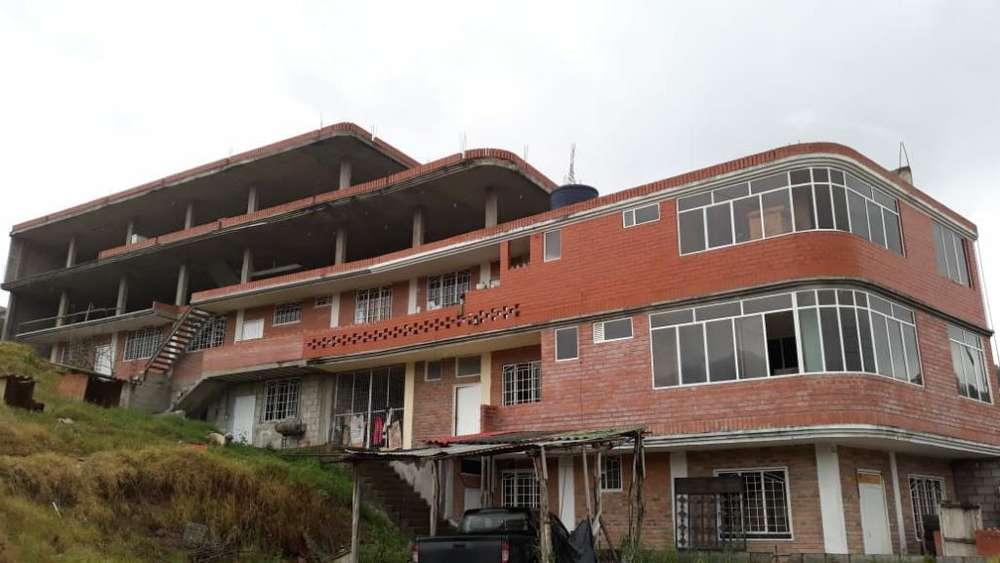 Edificio en Azogues
