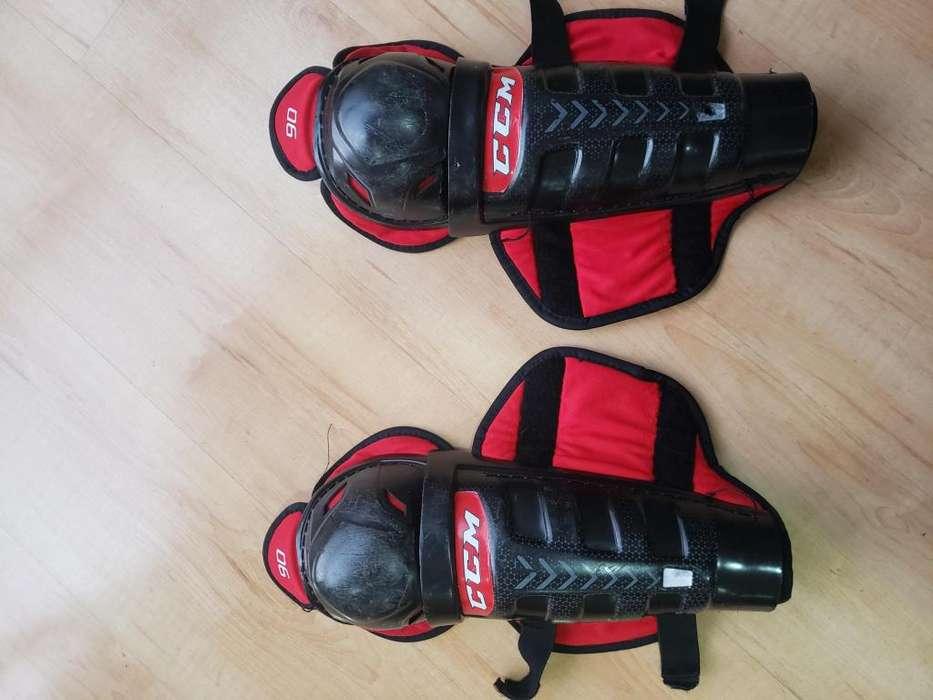 Rodilleras para Hockey usadas buen estado marca CCM 90 talla junior de 30 centímetros