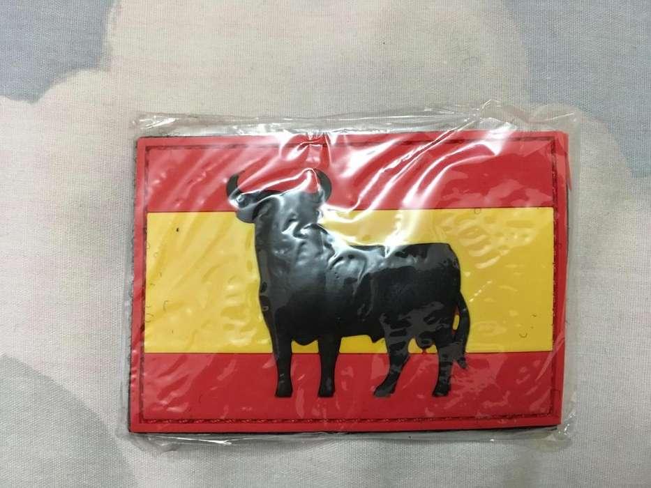 Parche en polivinilo bandera de España con toro Osborne con velcro