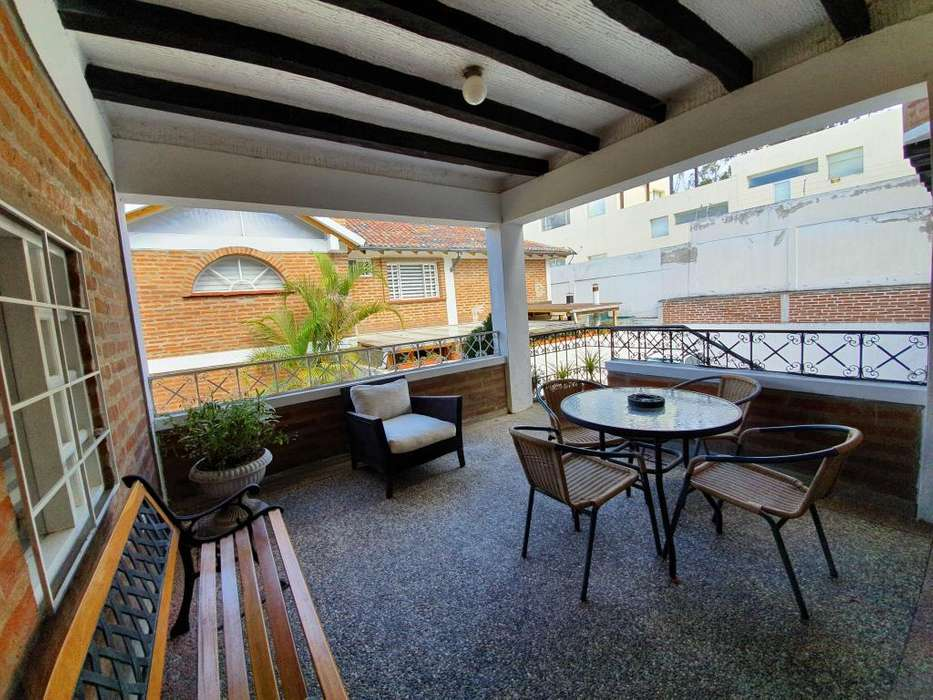 Casa venta grande amplia 4 habitaciones 620m más jardín en Urbanización privada