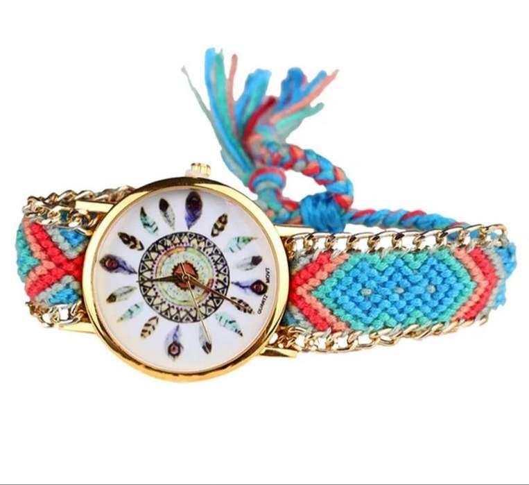 Reloj De Hilos Color Azul Claro Con Plumas Envio Gratuito