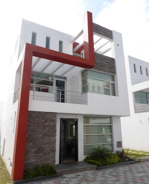 DE OPORTUNIDAD Casa Independiente. De Venta. Sector San Pedro de Taboada. 126m². 3 Dormitorios, 2 Balcones.