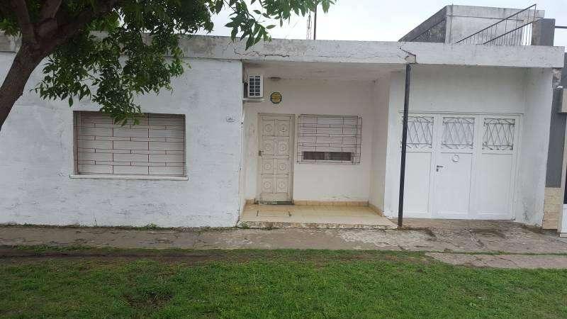 Venta casa en V.constitución 2 dormitorios, garage y patio chico.