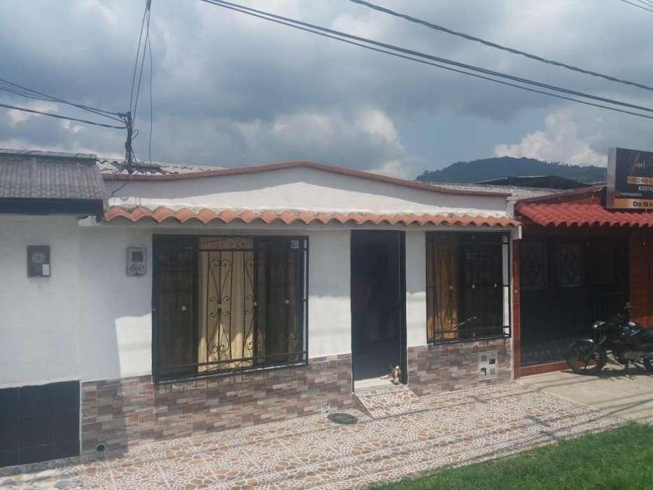 Vendo bonita <strong>casa</strong> avenida rápida por la fábrica comestibles la Rosa Dosquebradas.