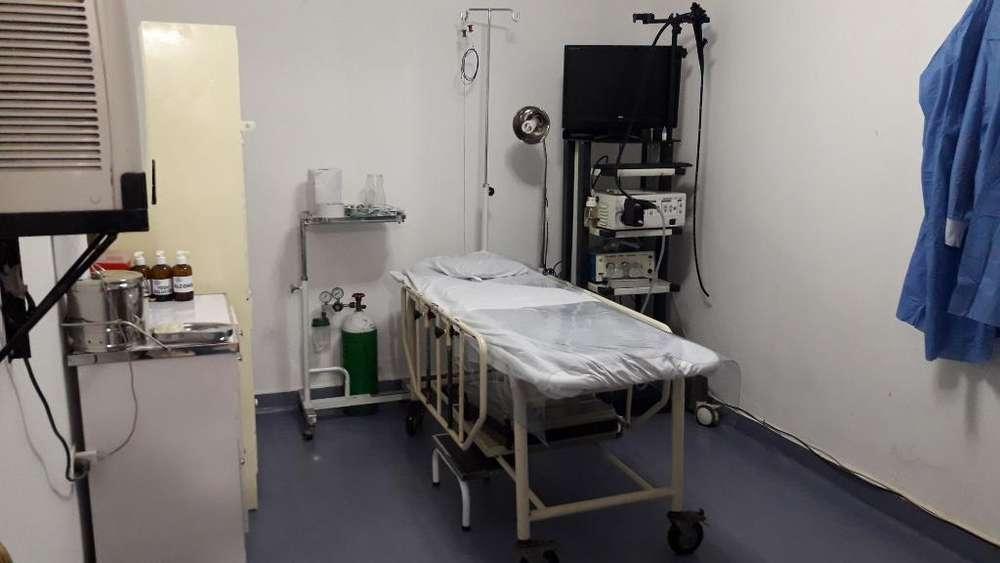 Cardiólogo con Equipos