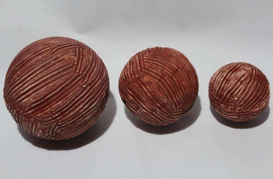 Juego de esferas decorativas cerámicas con textura, 150