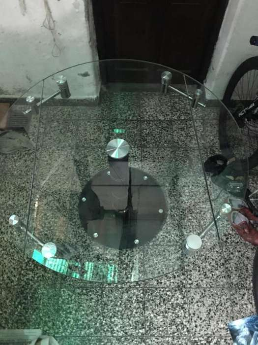 Mesa de vidrio, diseño moderno y minimalista. EXTENSIBLE