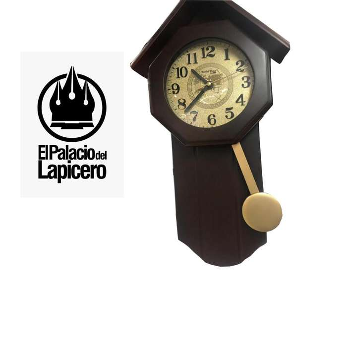 Reloj de pared con péndulo diseño de casita color dorado