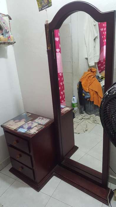 Mesa de Noche con Espejo