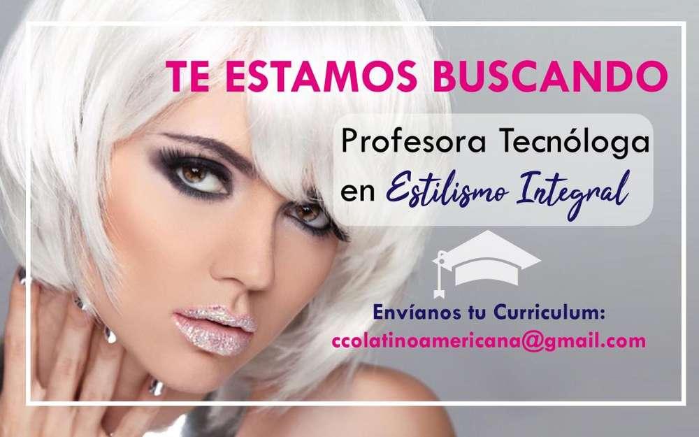 Profesora Tecnóloga en Estilismo Integral especialista en belleza