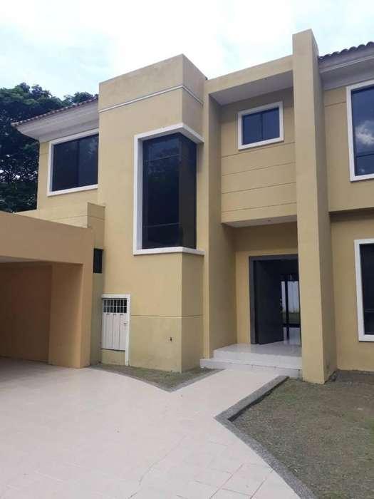 Venta de Casa en Urb. <strong>estancia</strong>s del Rio, cerca del C.C Plaza Lagos, Samborondon