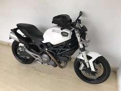 Ducati Monster 696 2012
