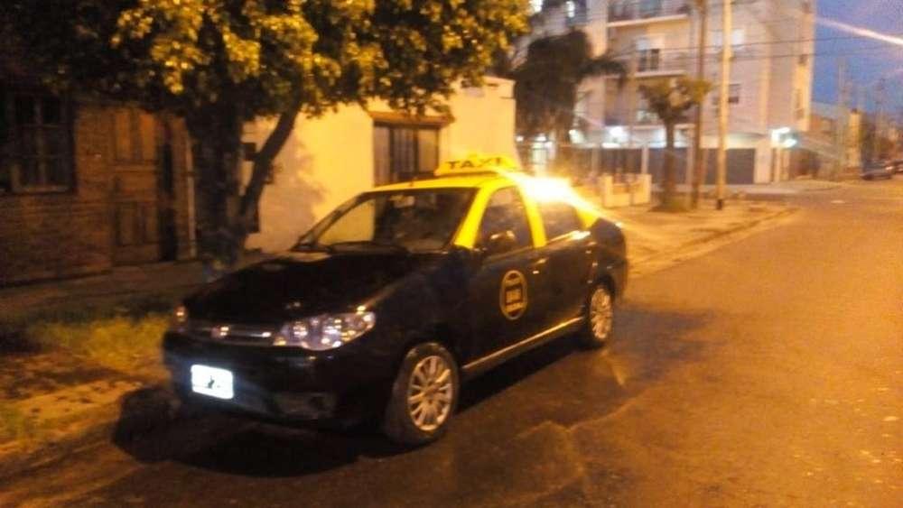 Busco Chofer Taxi alquiler es 1650 cargo o puede ser a porcentaje de 60 40