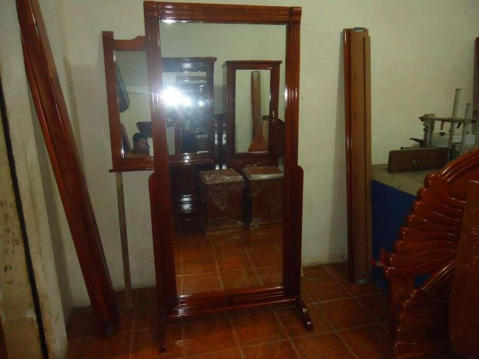 Espejo con Marco Completamente de Madera Nuevo.