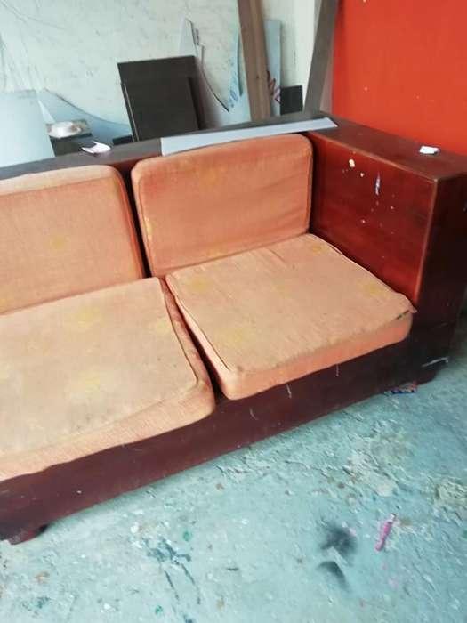 Remate de Muebles de Sala de Madera