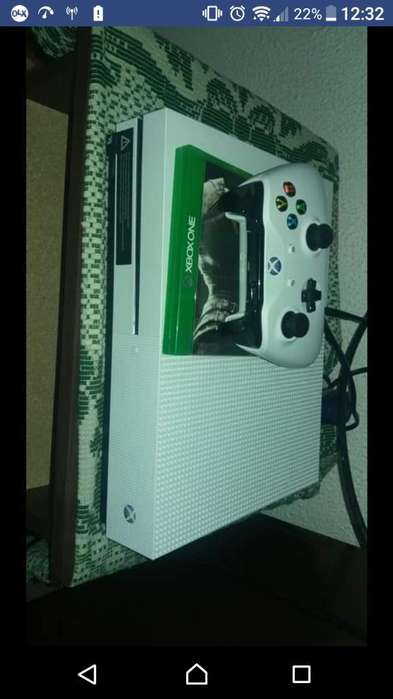 Vendo Xbox One S con Un Control Y Un Jue