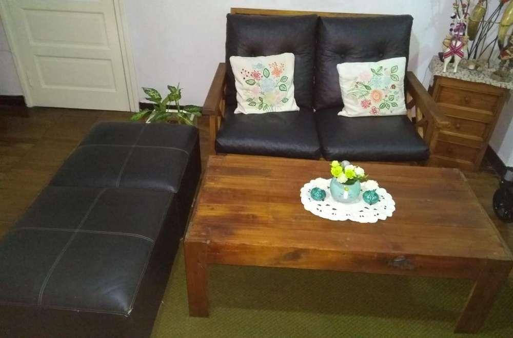 Vendo sofa futon, mesa ratonera y 2 puff
