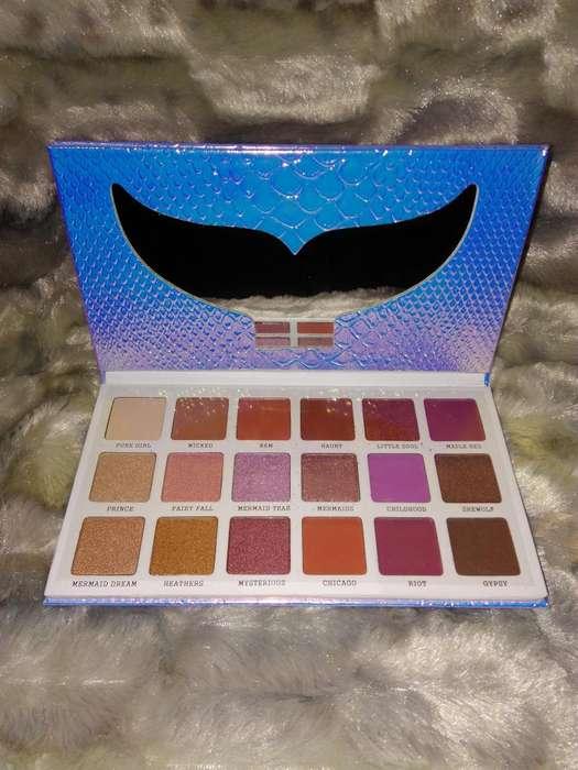 Paleta de sombras Sirena Moontea. 18 tonos.