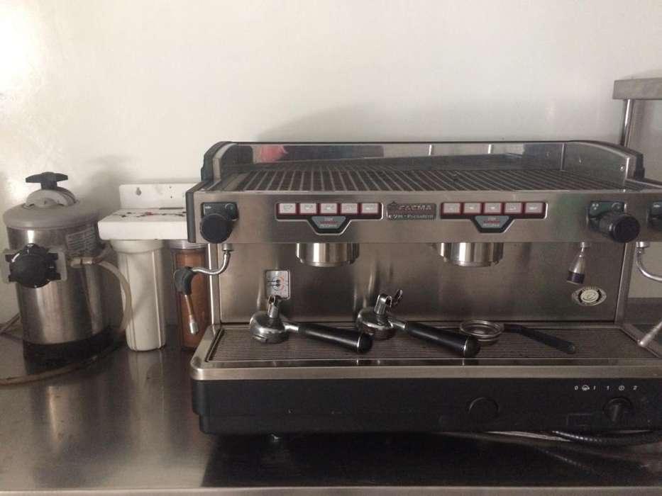 Maquina de Café FAEMA (Italia)