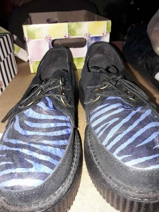 Zapatos con cordones N38 de gamuza negra con capellada detalles azules y negro