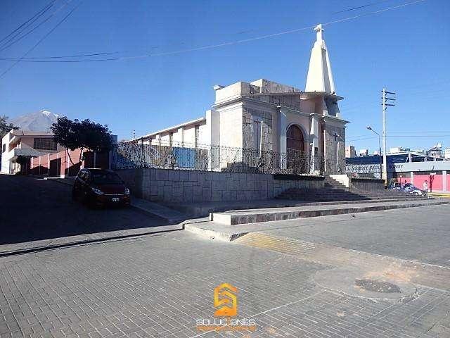 SOLUCIONES INMOBILIARIAS Vende Local Comercial frente a la Iglesia Chapi Chico Miraflores