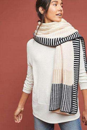 Bufandas tejidas en blanco y negro y otras combinaciones. para hombres y mujeres. Tejida manualmente