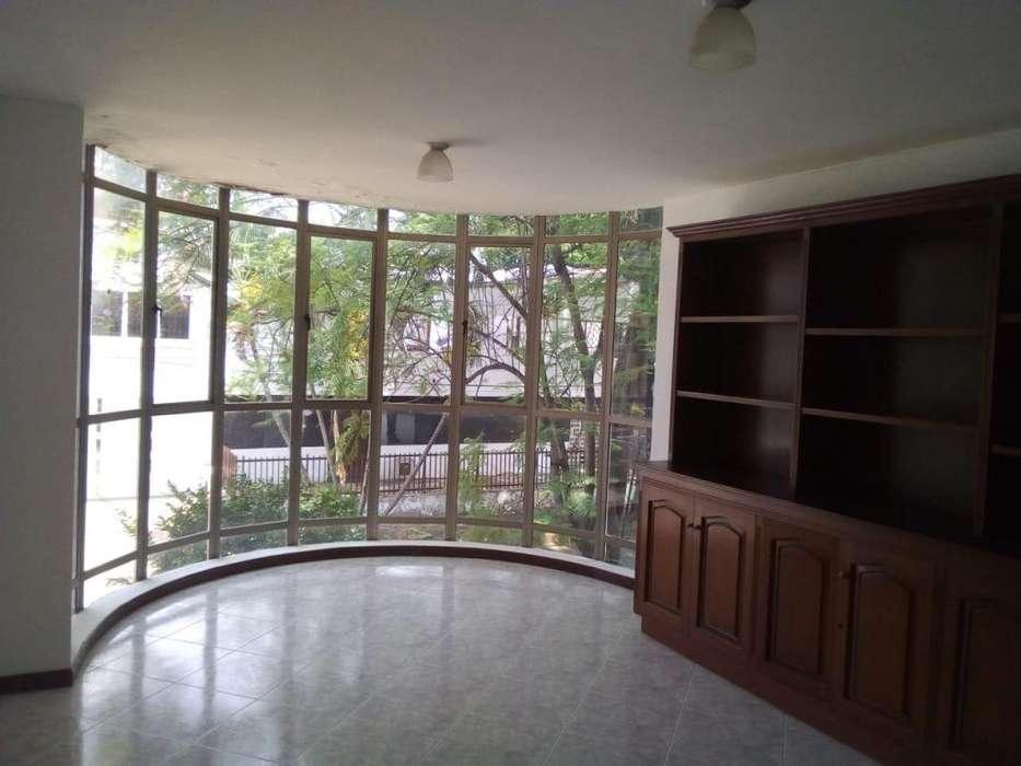 Casa amplia para negocio o vivienda excelente ubicación barrio el Ingenio