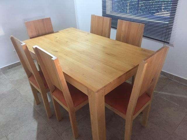 Sala <strong>comedor</strong> 6 puestos y mesa auxiliar tipo barra con silla plástica