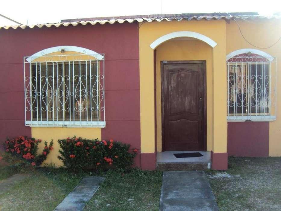 Casa de una planta en venta en Urbanización La Joya.