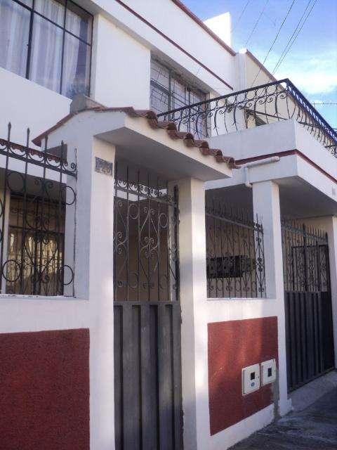 Casa Rentera de Venta en Ibarra Urbanizacion Santo Domingo Cod: V123