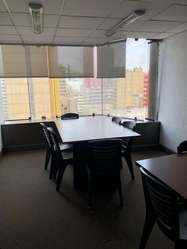 Venta de Amplia Oficina con 2 Ascensores en Plena Zona Comercial de Miraflores