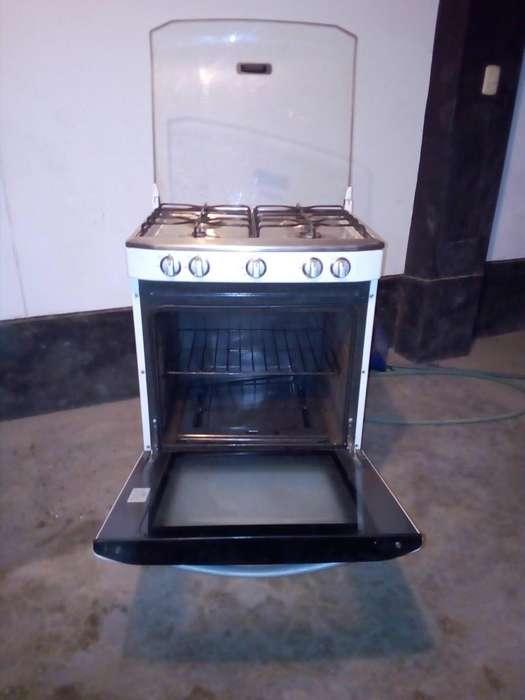 Cocina Mabe con 4 hornillas y horno