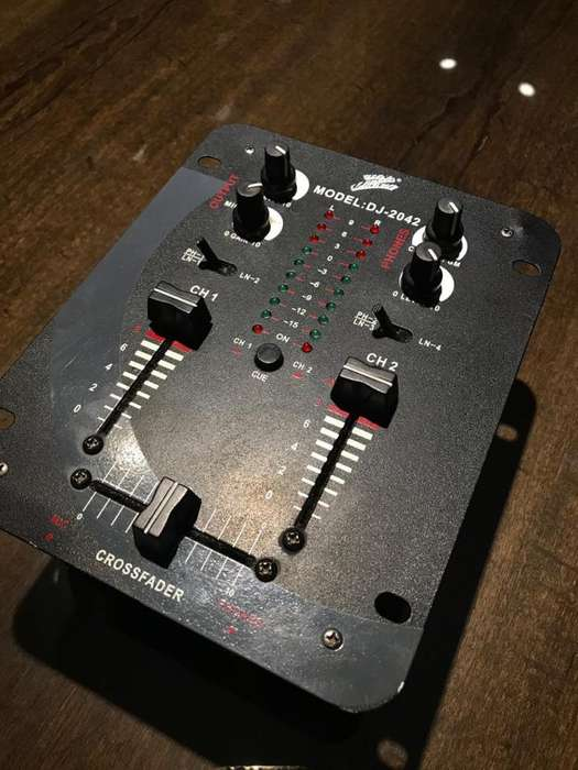 Consola Mixer DJ 2 Canales <strong>mp3</strong>