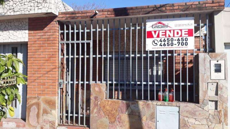 VENTA - CASA 2 DORMITORIOS - TODOS LOS SERVICIOS - MORENO 5500