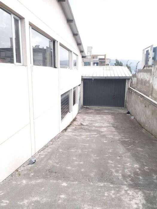 Oportunidad se vende galpón bodega norte de Quito sector Ponceano Alto