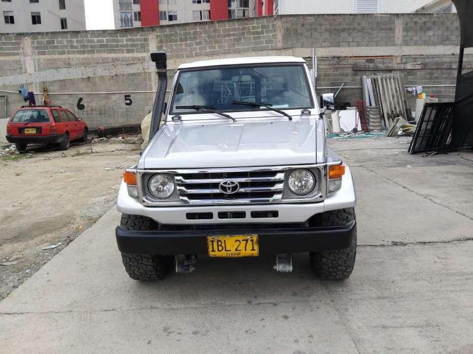 Toyota Land Cruiser 1992 - 300000 km