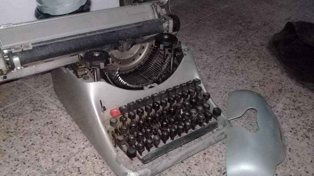 Maquina de Escribir Dos X Doscientos Pes