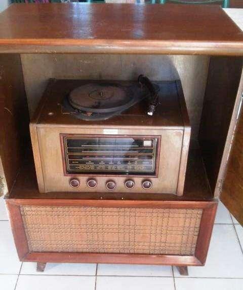 ANTIGUDAD A ACOMODAR LA RADIO FUNCIONA ESTA EN UN DIAL PERO DESDE LA RUEDA DE ATRAS CAMBIA. TOCADISCO NO FUNCIONA.