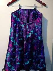 Vestido strapless corto de saten estampado con corse interno amplio